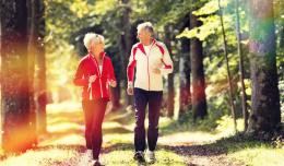 Couple de seniors sportifs, bien vieillir avec l'ostéopathie